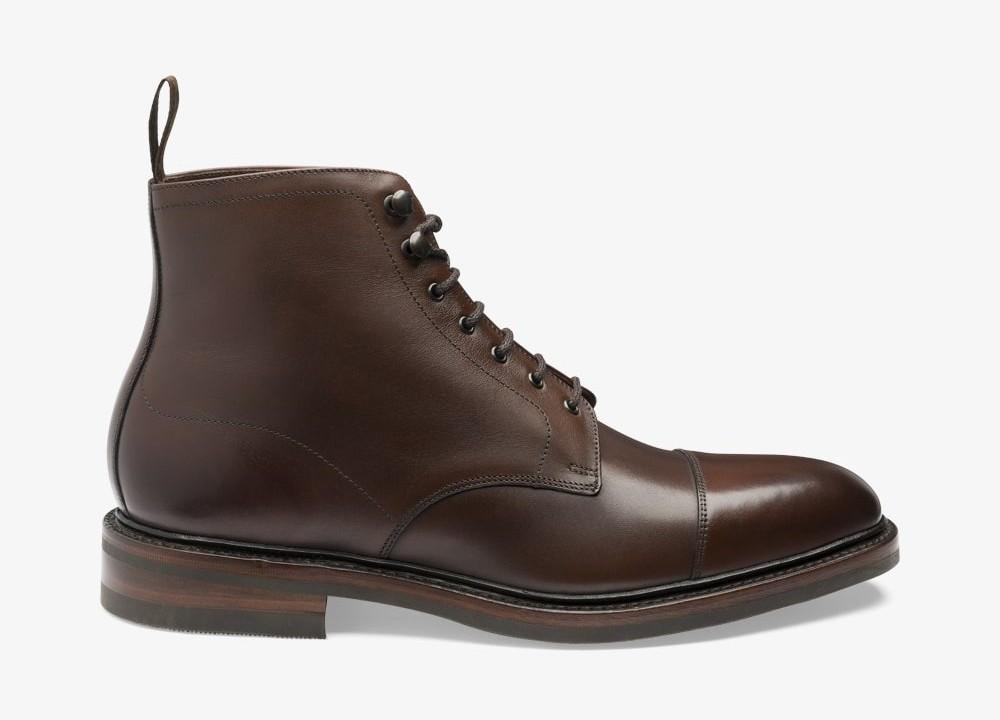 Toe cap boots