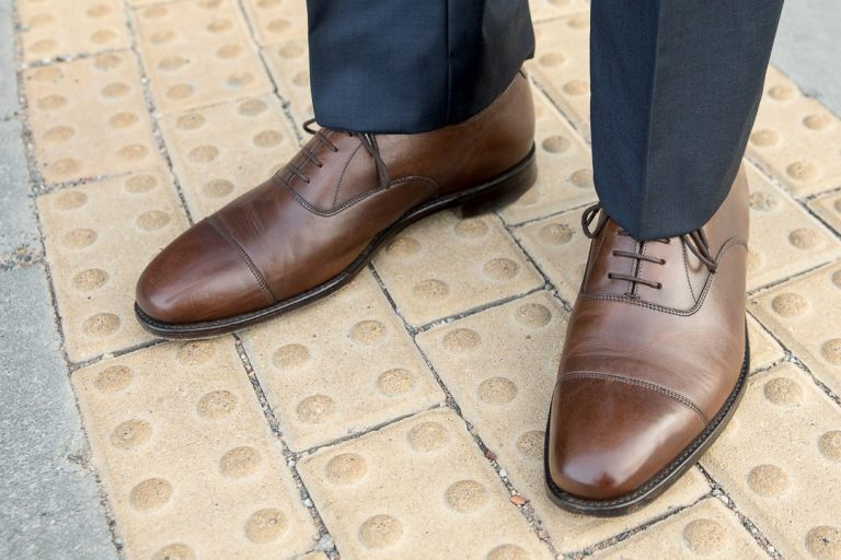 What color shoes to wear with trousers
