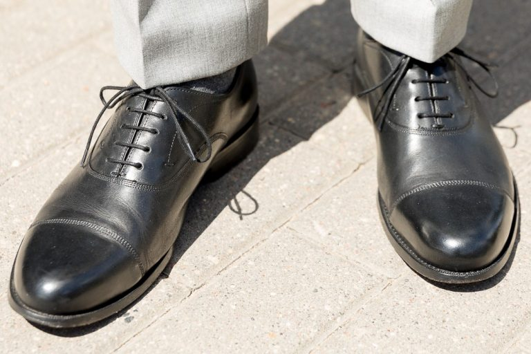 What type of shoes you should wear with a suit